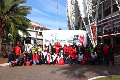 Gigante Solidário: troca de cestas básicas por uniformes se encerra no primeiro dia